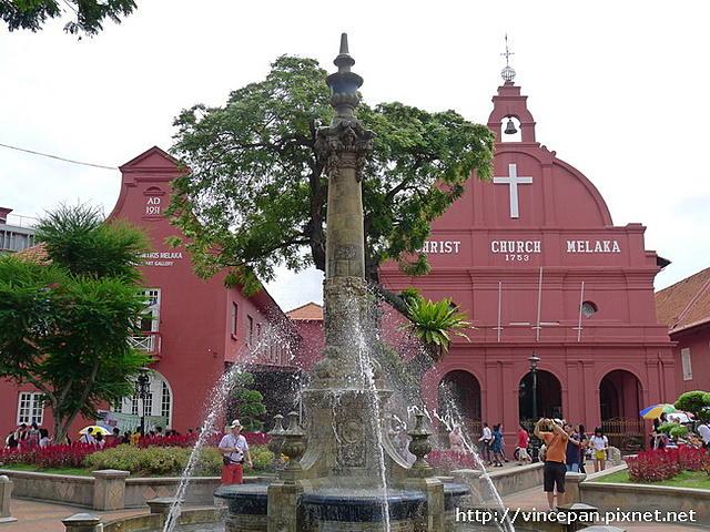 点击图片以查看大图  名称:维多利亚女皇喷泉 与教堂.JPG 查看次数:3 文件大小:160.8 KB ID:953356