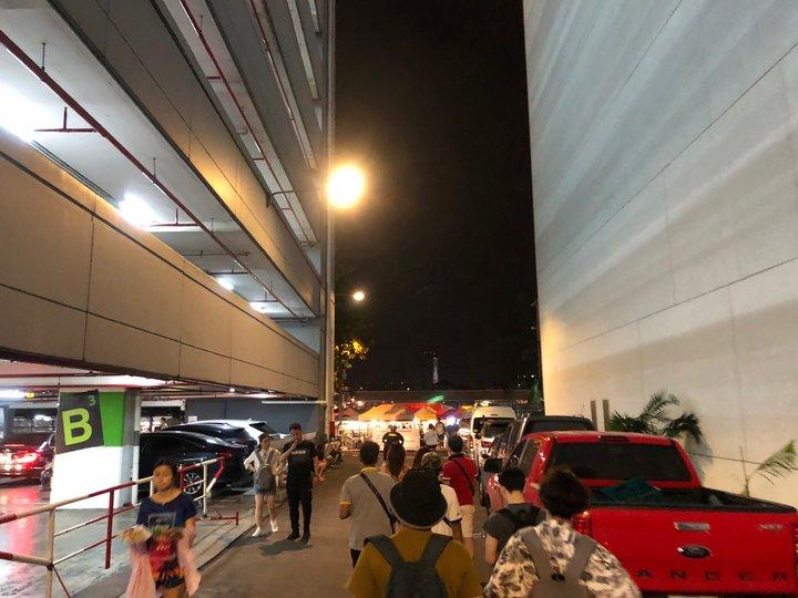 曼谷市區的拉差達火車夜市