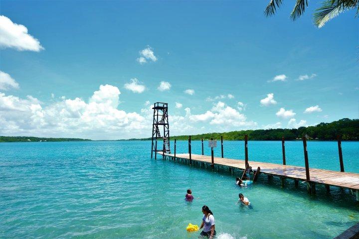 Bacalar lake ( 貝卡拉爾湖 )