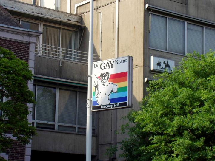 荷兰GAY BAY的彩虹旗标志