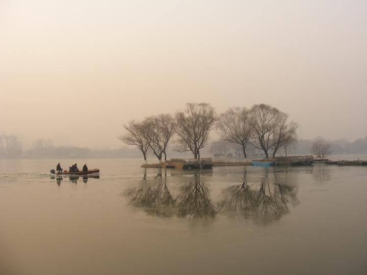 山東大明湖-枯木倒影