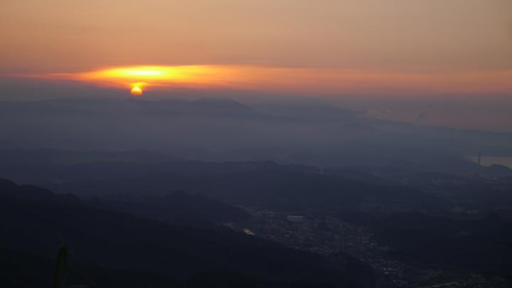 霧霧的夕陽