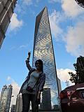 蓝天白云的上海其实不多见,显得高楼金碧辉煌